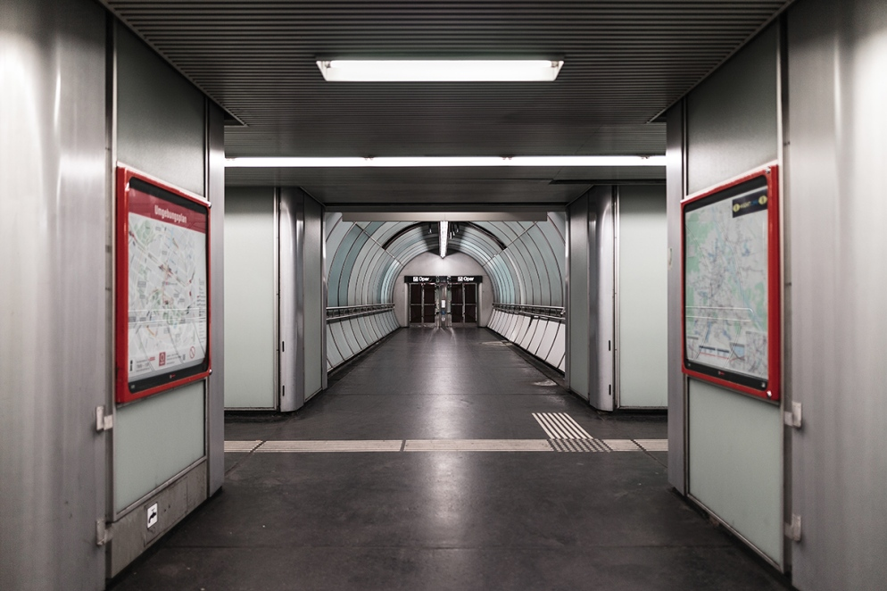 150627_XFLO1052_Wiener-U-Bahn_U1_Karlsplatz_1200